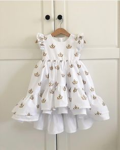 ideas sewing baby girl dress outfit for 2019 Baby Girl Fashion, Kids Fashion, Little Girl Dresses, Girls Dresses, Dress Girl, Dress Anak, Baby Dress Design, Girl Dress Patterns, Toddler Girl Dresses