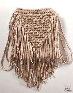 La mochila de moda es de flecos de trapillo