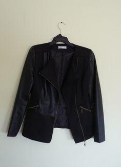 Kup mój przedmiot na #vintedpl http://www.vinted.pl/damska-odziez/kurtki/10199854-czarna-ramoneska-kurtka-marynarka-ivivi