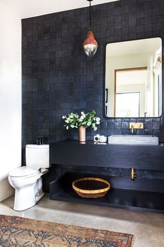 """The """"Anchor Color"""" That Will Instantly Beautify Your Bathroom"""