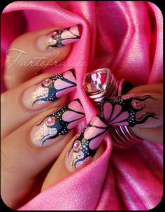 Pretty Butterfly nails I really like this very cleaver