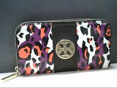 Really really super duper cute Tory Burch zip wallet. Get it while it's hot!
