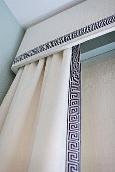¿Cual estilo de cortinas vas a utilizar para decorar tu sala? Debes seleccionar la barra y la tela apropiada… Entra a www.decorainteriores.com y descubre los detalles de nuestro próximo curso.