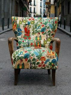 Frida chair by La Tapicera in Spain. If I could find this fabric, I could reupholster a chair to have this amazing piece. Funky Furniture, Painted Furniture, Furniture Design, Upholstered Chairs, Sofa Chair, Take A Seat, Accent Chairs, Upholstery, Interior Design