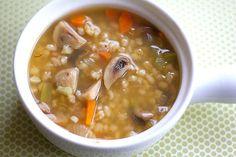 Sopa de Cebada y hongos Autor: Beatriz de Aza Edición:RecetasJudias.com Ingredientes receta rinde 6 porciones 1 taza de cebada perlada (dejar remojad