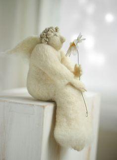 Filz Engel – Trockenfilz Weihnachtsschmuck von FeltArtByMariana auf DaWanda.com