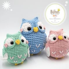 A new year, a new free pattern made with love and with the wonderful yarns of the hobbii brand. They have really surprised us, their yarns are magnificent when Owl Crochet Pattern Free, Crochet Bee, Crochet Baby Hats, Free Crochet, Booties Crochet, Owl Patterns, Crochet Animal Patterns, Crochet Patterns Amigurumi, Crochet Dolls
