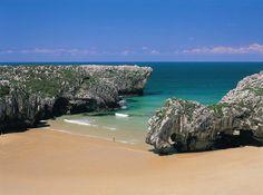 Playa de Cuevas del Mar, Llanes, Asturias