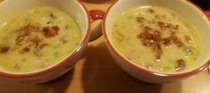 Zacht romige mosterdsoep gevuld met knapperige preireepjes, lente-ui, gebakken champignons en stukjes knapperig spek. Echt een verwensoepje.