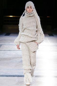 The complete Yohji Yamamoto Fall 2014 Ready-to-Wear fashion show now on Vogue Runway.
