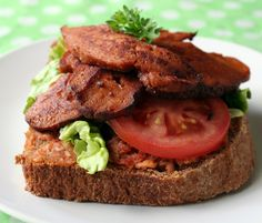 Sandwich with Seitan, tomatoes and green salad !