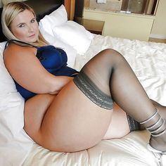 View amatuer chubby thighs her pussy and