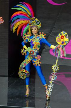 2013 Miss Universe National Costume Show- MISS CURACAO