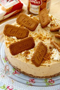 A delicious No-Bake Biscoff Cookie Butter Cheesecake, sprinkled with more biscuits and whipped cream – Spiced Cookie Heaven. Okay so I am a little obsessed with Cheesecake as you might have n… Biscoff Biscuits, Speculoos Cookie Butter, Biscoff Cookies, Spice Cookies, Biscoff Cheesecake, Cheesecake Recipes, Caramac Cheesecake, Aero Cheesecake, Lotus Cheesecake