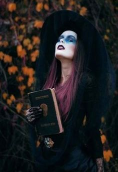 Witchy Good:  You can seriously never go wrong with the classic witch costume. This one is stylish and well, convincing.