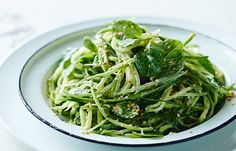 This fresh and zesty cucumber noodle salad by celebrity chef and paleo diet advocate Pete Evans is a must-try! Pete Evans Paleo, Paleo Recipes, Cooking Recipes, Fodmap Recipes, Paleo Vegan Diet, Chili, Paleo Pasta, Celebrity Diets, Paleo Dinner