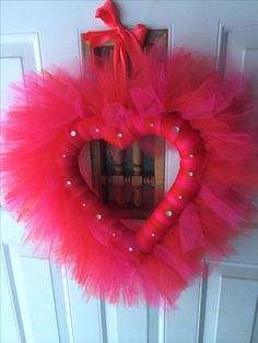 100 Easy DIY Valentines Decorations Ideas 105 – Home Design Valentine's Working day is considered certainly one of my favored occasions to share with my fa Valentine Day Wreaths, Valentines Day Decorations, Valentine Day Crafts, Holiday Wreaths, Winter Wreaths, Spring Wreaths, Summer Wreath, Tulle Crafts, Wreath Crafts