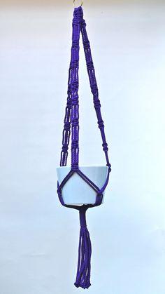 Macrame Hanger 'Courtyard Queen' - purple