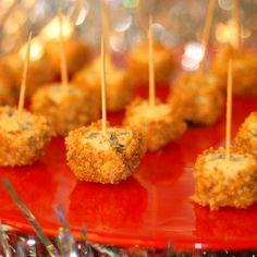 Ädelost med nöt- och pepparkakssmul Xmas Food, Christmas Cooking, Christmas Treats, Holiday Recipes, Christmas Recipes, Tapas, Food Inspiration, Dessert Recipes, Desserts