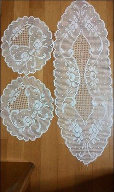 This Pin was discovered by Ayf Crochet Table Runner Pattern, Free Crochet Doily Patterns, Crochet Tablecloth, Crochet Chart, Thread Crochet, Crochet Designs, Diy Crafts Crochet, Fillet Crochet, Unique Crochet