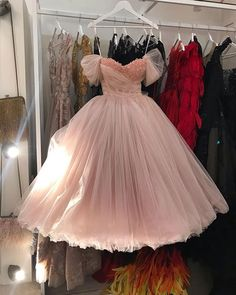 A drop dead gorgeous bridal gown by that make our hearts flutter! Particularly in love with the floral ornaments attached… Glam Dresses, Unique Prom Dresses, Homecoming Dresses, Vintage Dresses, Formal Dresses, Vintage Street Fashion, Clothing Photography, Tea Length Dresses, I Dress