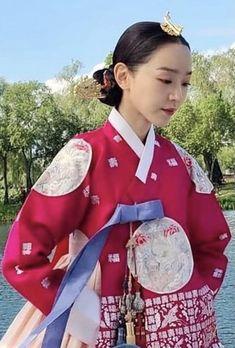 Jung Hyun, Kim Jung, Korean Traditional Dress, Traditional Dresses, Korean Hanbok, Seoul Fashion, Korean Drama, Pretty Dresses, Dramas