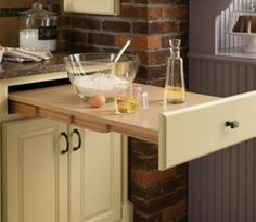 Maximize your kitchen storage space and also effectiveness with these small-kitchen style ideas and also space-saving design hacks. Space Saving Kitchen, Small Space Kitchen, Small Space Living, Kitchen Pantry, Diy Kitchen, Kitchen Decor, Smart Kitchen, Pantry Diy, Kitchen Worktop