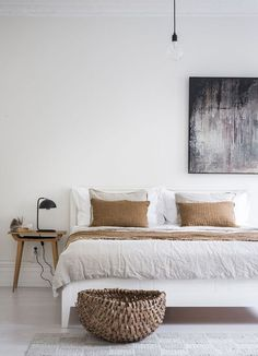 Natural Home Decor 30 Boho chic Bedroom decor ideas and inspiration - neutral minimalist earth toned decor.Natural Home Decor 30 Boho chic Bedroom decor ideas and inspiration - neutral minimalist earth toned decor Boho Chic Bedroom, Trendy Bedroom, Home Decor Bedroom, Living Room Decor, Master Bedroom, Design Bedroom, Feminine Bedroom, Bedroom Neutral, Bedroom Simple