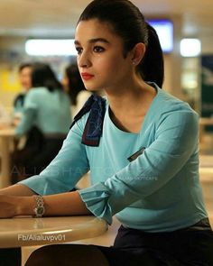 Bollywood actress Alia bhatt in Badrinath ki dulhania Bollywood Photos, Bollywood Stars, Bollywood Celebrities, Bollywood Fashion, Bollywood Actress, Indian Actresses, Actors & Actresses, Blonde Actresses, Black Actresses