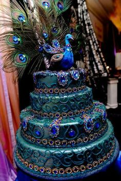 Peacock Wedding Cake..when i see this i think of it as more of a sweet 16 cake i dont know why.. but anyway, very beautiful