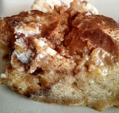 Mouth-watering, crusty top, perfectly moist pudding with caramelized mixture of cinnamon, maple syrup and cream cheese. It is absolute perfection in taste and texture! Hello All! I hope you are e… Trifle Pudding, Pudding Cake, Cinnamon Bread, Cinnamon Rolls, Bread And Butter Pudding, Dessert Recipes, Desserts, Dessert Ideas, Jewish Recipes