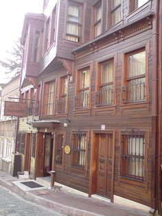 Hotel Sultan Hill in the Sultanahmet area of Istanbul shows many features of traditional Ottoman houses in Istanbul, including heavy use of wood paneling, beautiful scrollwork, wrought iron grillwork.