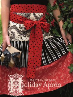 Holiday Apron Pattern...scroll down for it and click for free PDF