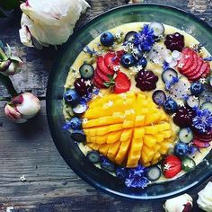 We have nothing but smoothiebowl LOVE for this beautiful bowl by @the_sunkissed_kitchen - the perfect way to start a Sunday!  .. #mrkpmangoes 4-packs are available at selected major retailers across Australia – DM us for details. .. : Recipe via @the_sunkissed_kitchen .. FOLLOW @mrkpmangoes for more great mango recipes and ideas! .. #mangoes #mango #aussiemangoes #smoothie #mangosmoothie #banana  #breakfast #weekend #brunch #smoothielove #smoothiebowl #smoothiebowls #smoothiebowlrecipes
