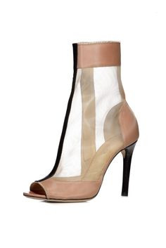 Reed Krakoff Spring nude bootie must-have! Walking Gear, Shoe Story, Reed Krakoff, Clear Heels, Kinds Of Shoes, Trendy Shoes, Shoes Style, Shoe Box, Beautiful Shoes