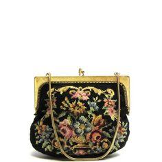 Klein geborduurde vintage handtasje : Small embroided vintage purse | Funny, I made a modern version of this bag, without realizing | On Doortje-vintage.com