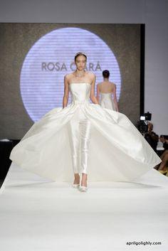 Vestidos de novia desmontables con pantalones y bolsillos de Rosa Clará. I'm in love!!