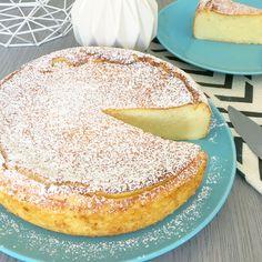 Aujourd'hui, je vous propose une recette étonnante : Le Migliaccio ! C'est un gâteau de semoule italien léger comme un nuage. Un subtile mélange entre le cheesecake, le gâteau de semoule et un flan bien épais. Un pur délice. Drink Recipe Book, Brownie Pan, Homemade Butter, Warm Food, Cold Meals, Slow Food, Baking Pans, Cooking Time, Food Videos