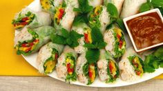 Fresh Rolls With Spicy Almond Dipping Sauce - Recipes - Best Recipes Ever - This Vietnamese favourite is easy to make and is just as suitable for a main course as it is for an appetizer. Recipes Appetizers And Snacks, Finger Food Appetizers, Cold Appetizers, Finger Foods, Desserts, Asian Recipes, Healthy Recipes, Ethnic Recipes, Healthy Foods