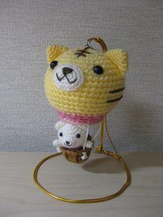 oso viajando en globo amigurumi pajina japonesa  wow. completely cute.