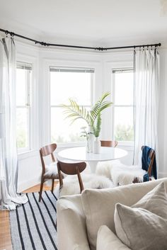 Modern Window Treatments for Bedroom Luxury Stylish Curtain & Window Treatment Ideas Modern Window Treatments, Window Treatments Living Room, Bedroom Windows, Living Room Windows, Bay Windows, High Windows, Bedroom Window Dressing, Juan Les Pins, Living Room Decor Inspiration