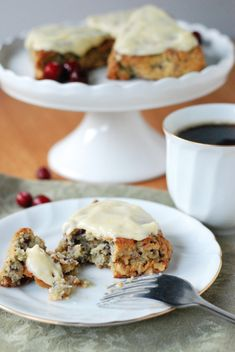 These moist low carb scones studded with fresh chopped cranberries and toasted walnuts, infused with fragrant orange zest, and slathered with cream cheese icing are truly divine. There is no 'low carb compromising' happening here! Coconut Flour, Almond Flour, Stevia, Keto Desserts Cream Cheese, Cranberry Scones, Keto Holiday, No Bake Treats, Large Egg