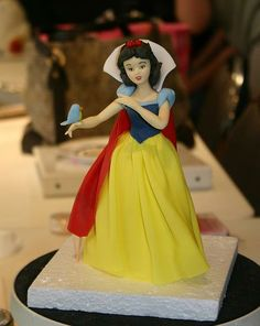 Marcela Sanchez models Snow White , originally uploaded by kelannfuller . Fondant Toppers, Fondant Cakes, Snow White Cake, Movie Cakes, Snow White Birthday, Disney Princess Snow White, Frosting Techniques, White Cakes, Disney Cakes