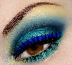 Teal electric blue smokey eye