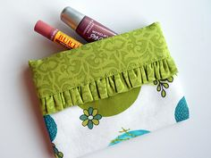 Snappy Bag Tutorial- uses a metal tape measure to keep the bag snapped shut- brilliant!