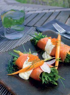 "Salmon with herbs and lemon cream and ""caviar"" (Lakserulle med urter og citronfløde) Raw Food Recipes, Appetizer Recipes, Healthy Recipes, Appetizers, Tapas, Food N, Food And Drink, Danish Food, Dinner Is Served"