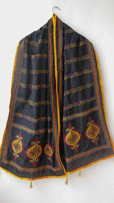 A stole is a a woman's long scarf or shawl, worn loosely over the shoulders. Embroidery On Kurtis, Embroidery Works, Machine Embroidery, Embroidery Suits Design, Hand Embroidery Designs, Fabric Paint Designs, Fabric Design, Hand Embroidery Tutorial, Kurta Designs Women