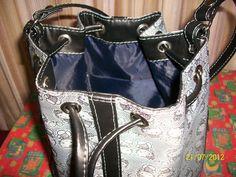 Bolso Marinero Kitty. Detalle interior.Un bolsillo.