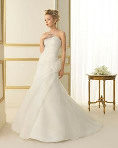 103 TALAVERA / Wedding Dresses / 2013 Collection / Luna Novias (Shown without Jacket)