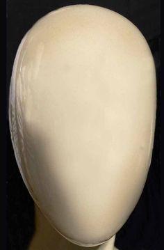 Andreas Gursky kuratiert eine Ausstellung mit Werken drei seiner graduierten Meisterschüler/innen der Kunstakademie Düsseldorf. Die Arbeiten von Anna Vogel, Louisa Clement und Moritz Wegwerth verbindet eine experimentelle Herangehensweise an die Fotografie.